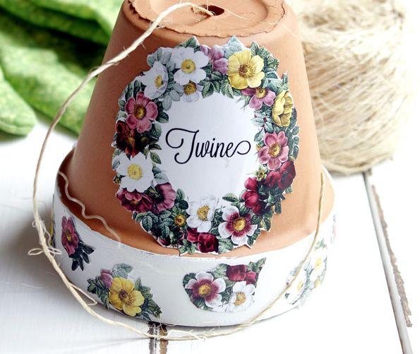 Faça vários deste artesanato com vaso de barro (Foto: thegraphicsfairy.com)
