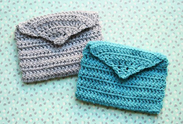 Bolsinha de crochê pode ter a cor e os detalhes que você quiser (Foto: molliemakes.com)