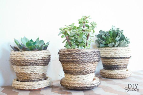 Decoração rústica em vaso pode ter a combinação de cores de sua preferência ou não ter pintura nenhuma (Foto: diyshowoff.com)