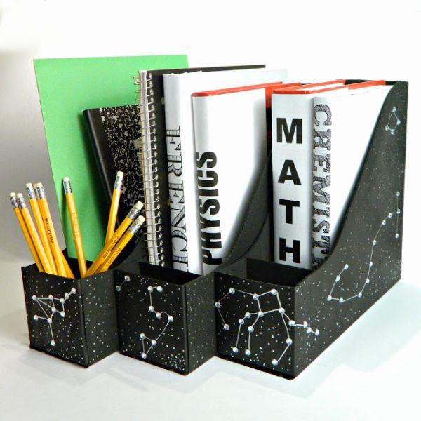 Este porta-livros de material reciclável é diferente e todos adoram (Foto: markmontanoblogs.blogspot.com.br)