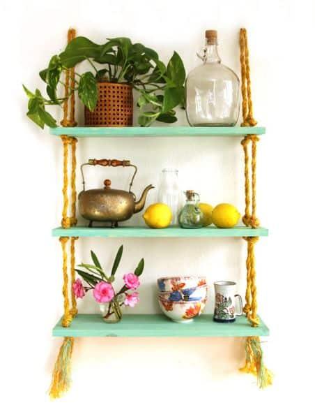Faça ao menos uma prateleira de madeira para a sua casa (Foto: apieceofrainbow.com)