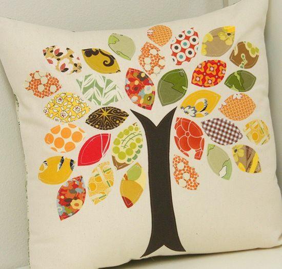 Os bordados em capa de almofada com retalhos podem ser dos mais inusitados (Foto: cluckclucksew.com)