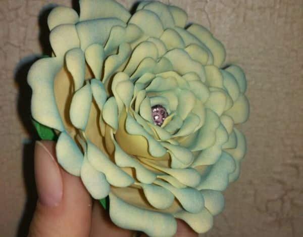 Esta rosa de EVA é linda e diferente (Foto: guidecentr.al)