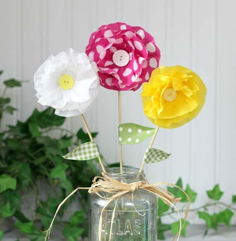 Flores de papel crepom são sempre lindas (Foto: ribbonsandglue.com)