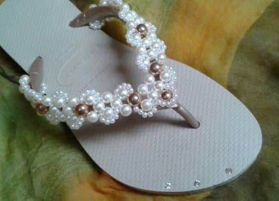 Há inúmeros tipos de artesanato com chinelos (Foto: pinterest.com)