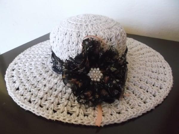 chapéu de crochê endurecido