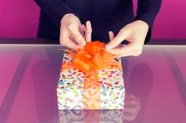 como fazer o laço de presente