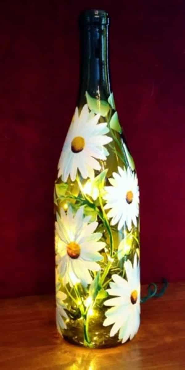 garrafa com pintura e pisca-pisca
