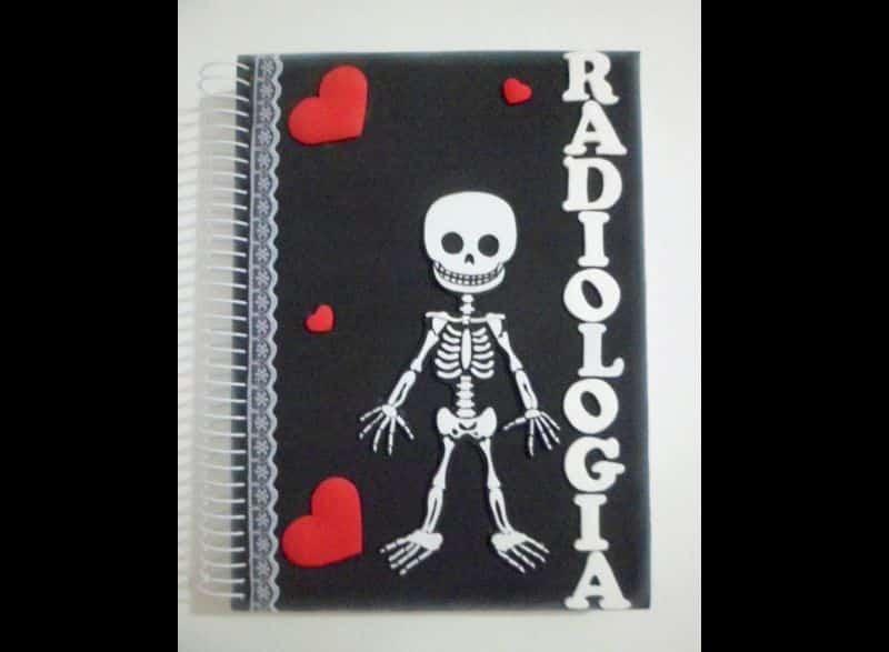 caderno com eva esqueleto