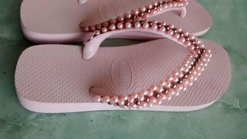 chinelo bordado com perolas rosa