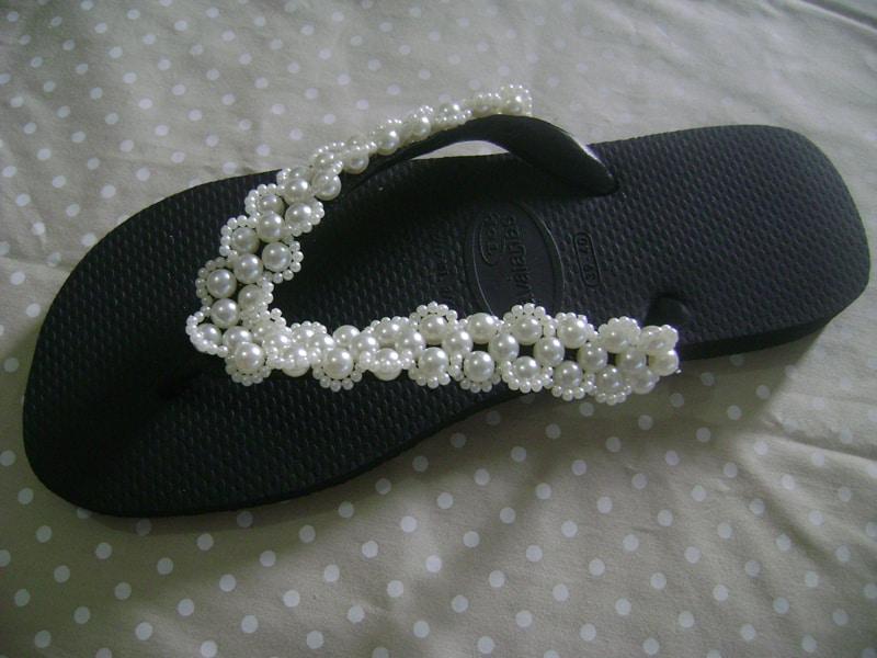 chinelo bordado com trançado