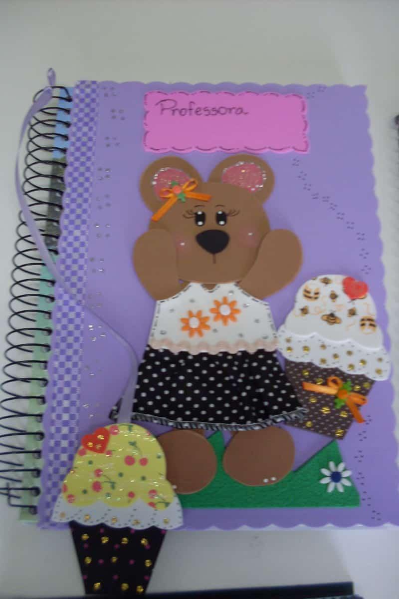 caderno com eva e marcador de página