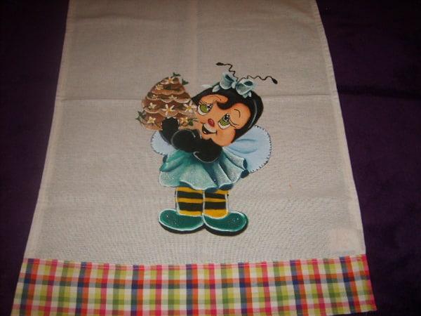 pintura em tecido abelha