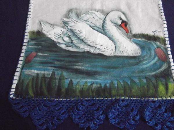 pano de prato pintado com cisne