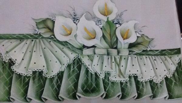pano de prato pintado com lirios