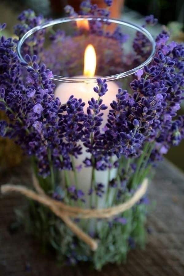 vela artesanal no copo com flor
