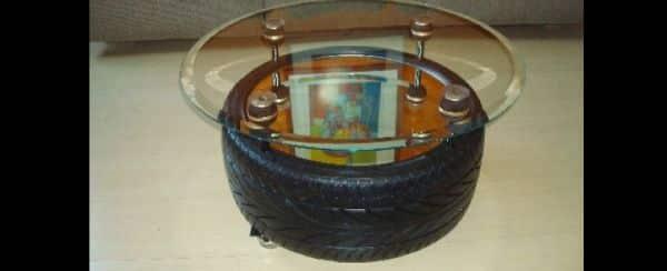 mesa com pneu com vidro