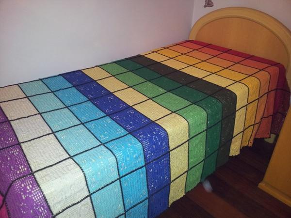 colcha colorida de croche listrada