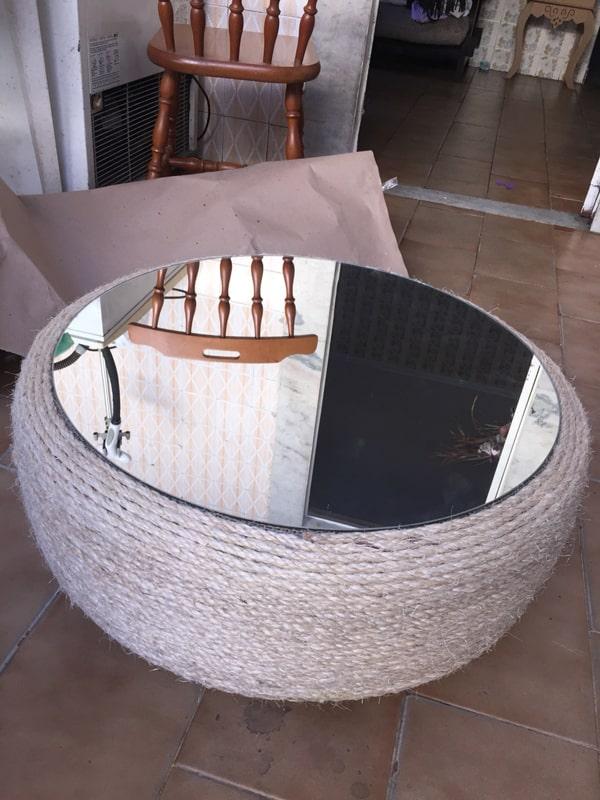 mesa com pneu com espelho
