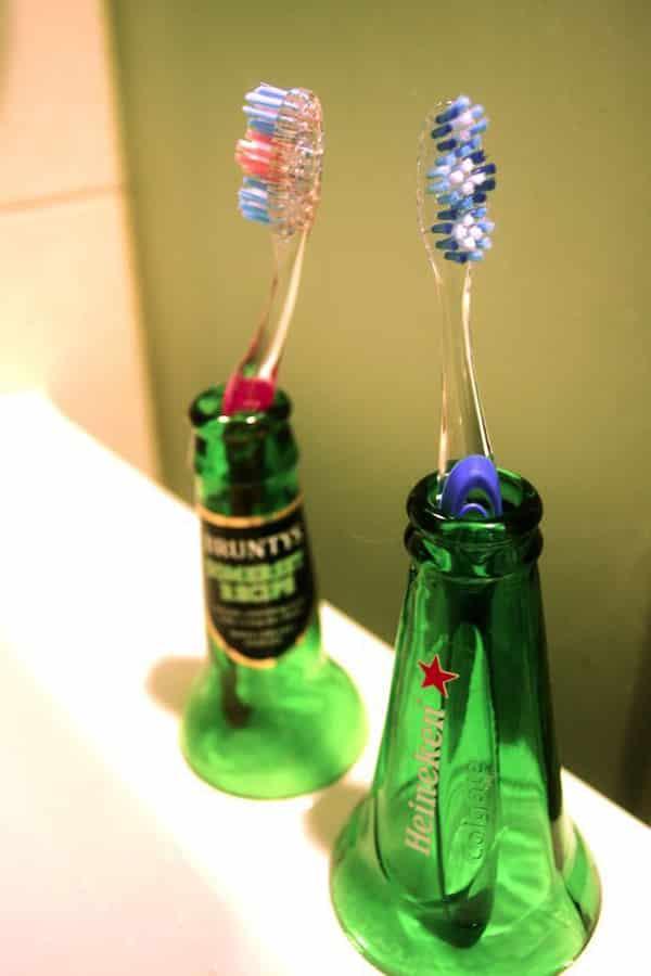 garrafa de vidro cortada porta escova