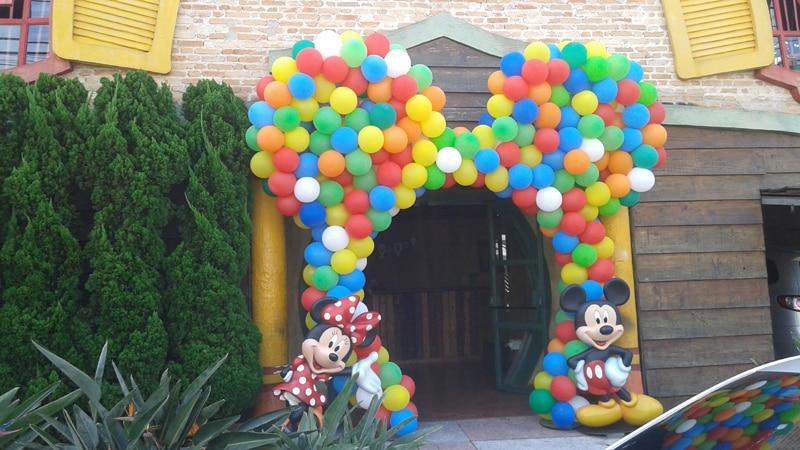 arco de baloes colorido