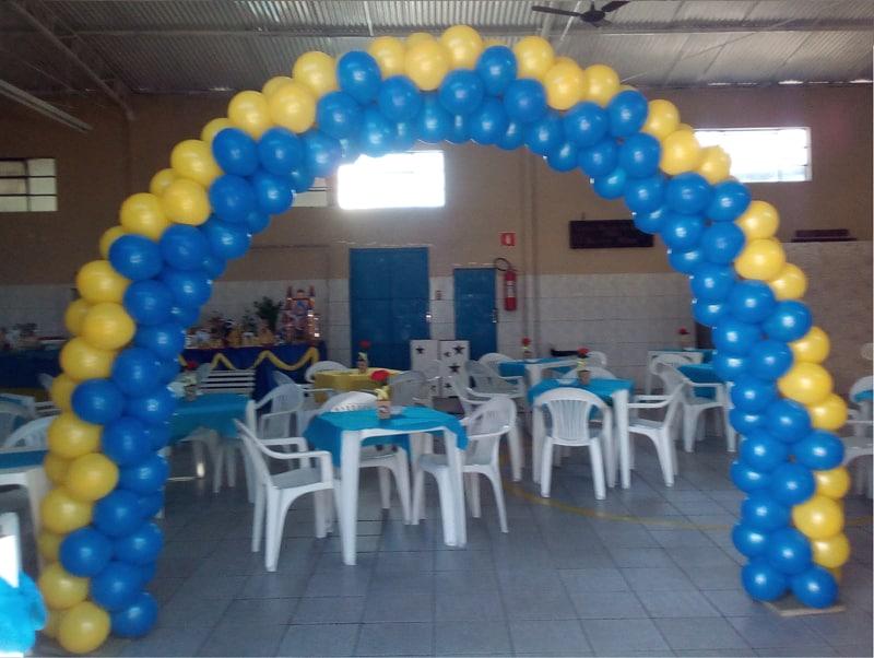 arco de baloes azul