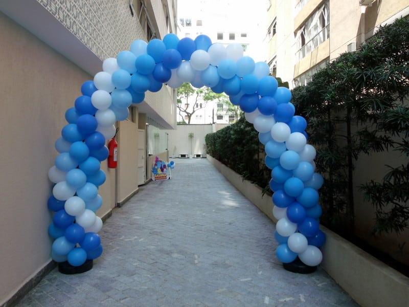 arco de baloes azul espiral