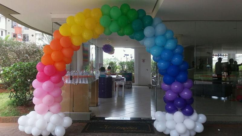 arco de baloes arco iris