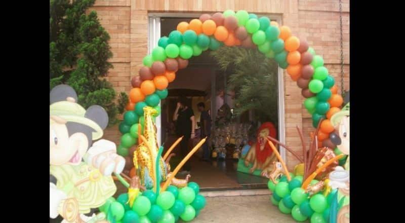 arco de baloes safari