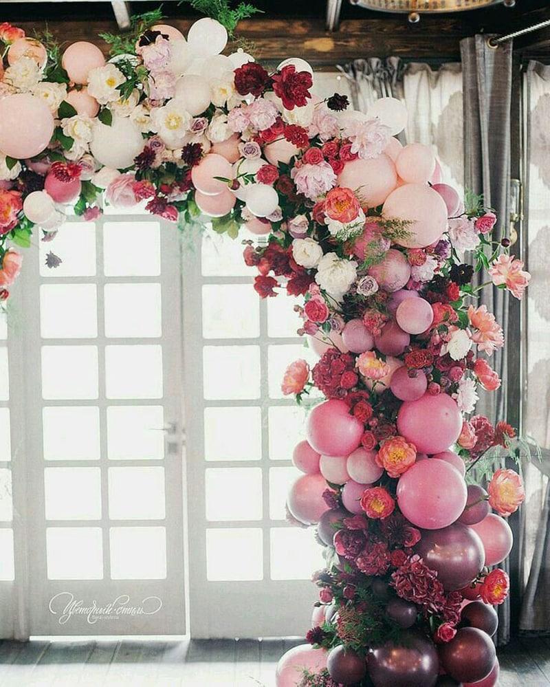 arco de baloes com flores