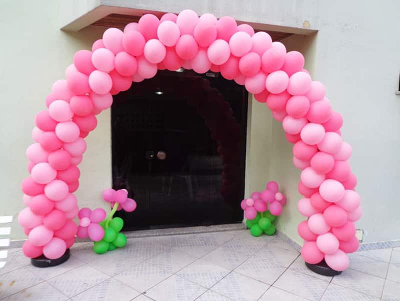 arco de baloes rosa