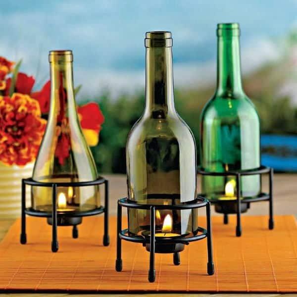 decoração com garrafa de vidro cortado