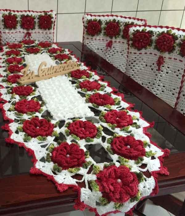 Capa de Cadeira de Crochê com Flores Vermelhas