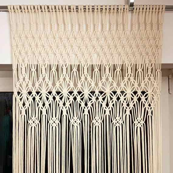 cortina feita de macrame com barbante
