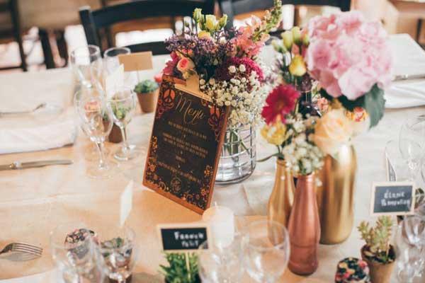Decoração com lousa para mesa de convidados