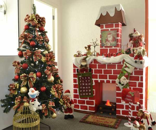 Decoração natal com lareira de papelão