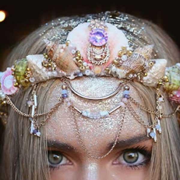Tiara sereia correntes e glitter