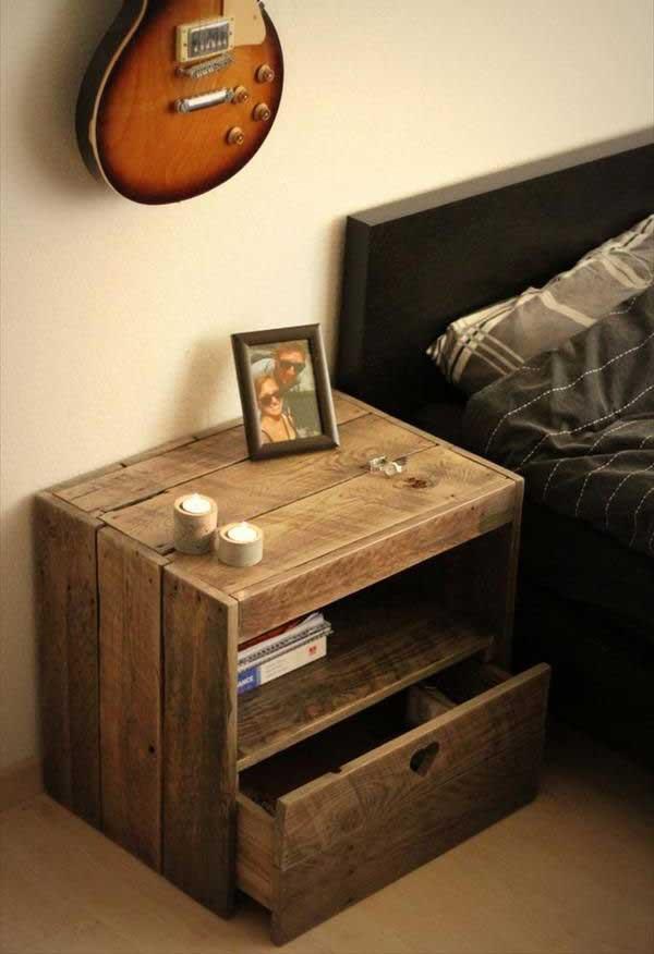 criado mudo de madeira reutilizada