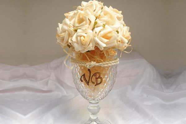 Centro de mesa para casamento taça com flores EVA