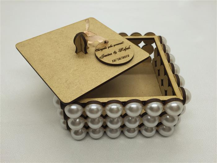 caixa de mdf decorada com perola e renda