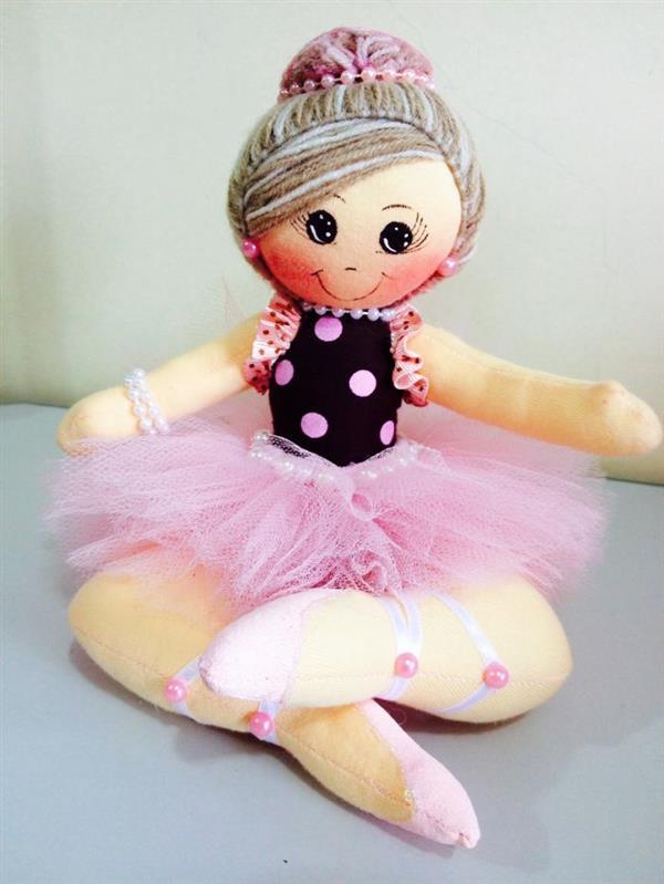 boneca de pano bailarina sentada