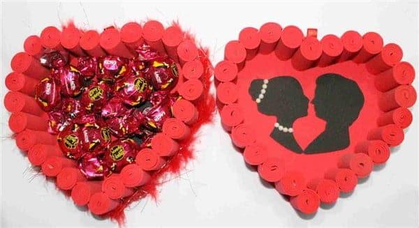 caixa de coração com rolinhos de eva