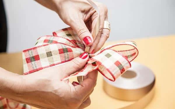 como fazer laço de natal duplo