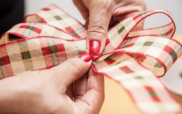 como fazer laço de natal simples