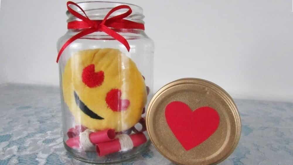 Potinho do amor com emoji