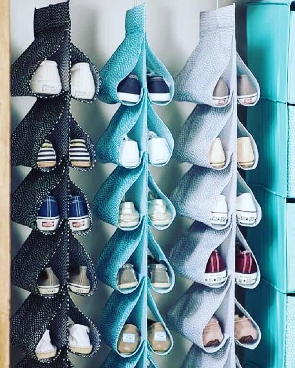 como organizar sapatos no guarda roupa pequeno