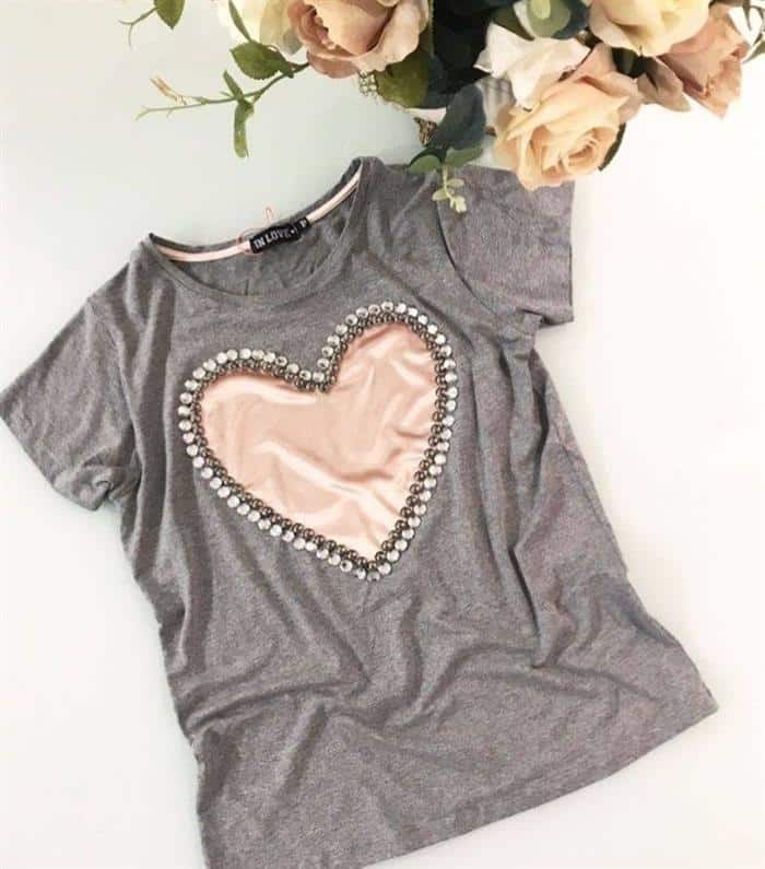 como personalizar camisetas com coração de tecido