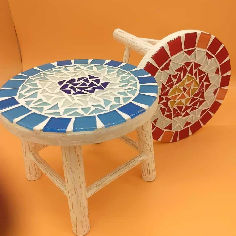 banquinhos decorados com azulejos