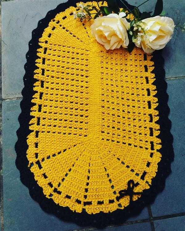 tapete de croche oval amarelo e preto