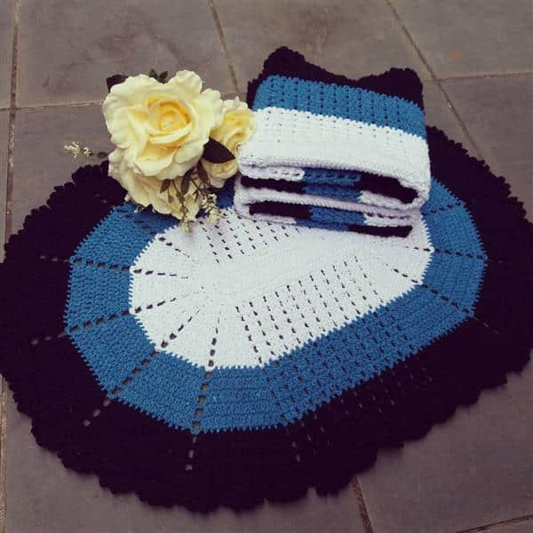 jogo de tapete de croche azul e preto